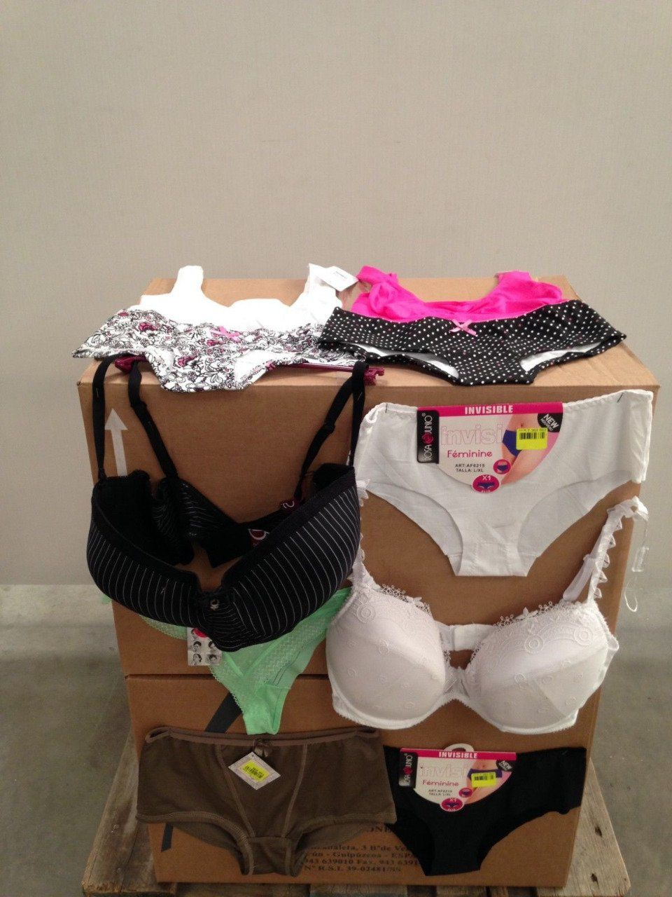 Lot revendeur/déstockage 200 articles lingerie femme   - Copie